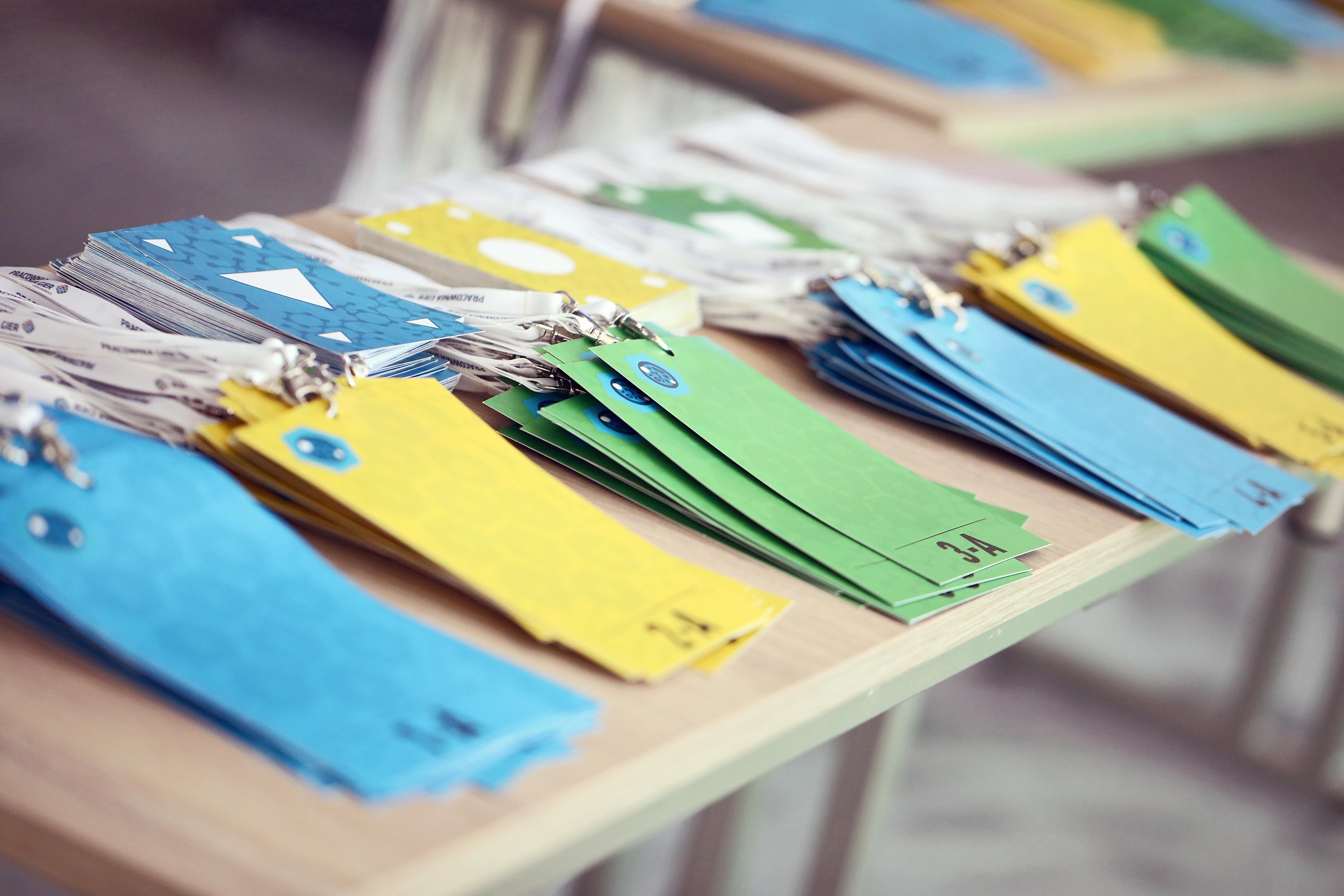 Identyfikatory i karty - niezbędne do gry