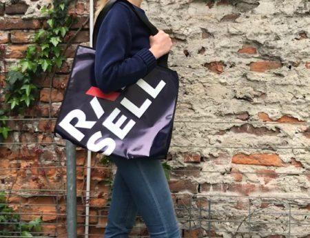 Ponadstandardowe promocje biur nieruchomości – torby